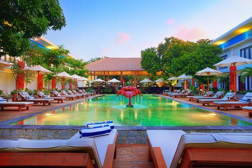 Ozz Hotel Kuta Bali - Kuta - Pool