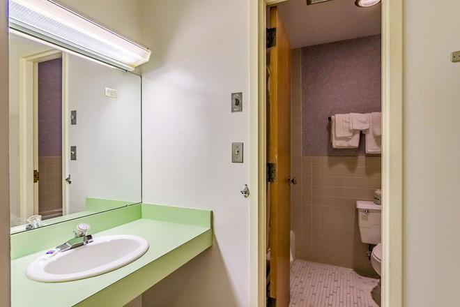 Motel 6 Grand Rapids MI - Northeast - Гранд-Рапидс - Ванная