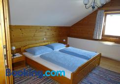 Baby- Und Kinderhof Aicherbauer - Seeham - Bedroom