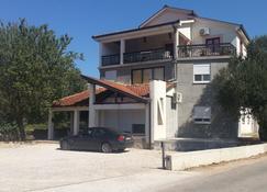 Pansion Robi - Medjugorje - Edificio