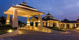 Novotel Chumphon Beach Resort and Golf - Chumphon - Außenansicht