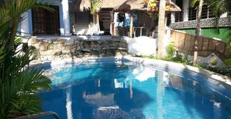 Dolphinbay Beachfront & Dive Resort - Puerto Galera - Bể bơi