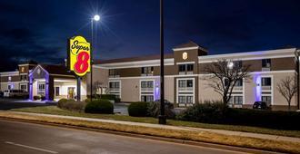 Super 8 by Wyndham Wichita East - Wichita