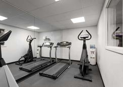 Ramada by Wyndham SeaTac Airport North - Tukwila - Gym