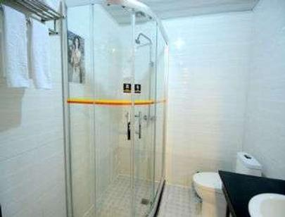 Super 8 by Wyndham Pingyao Railway Station Shun Cheng Lu - Pingyao - Bathroom