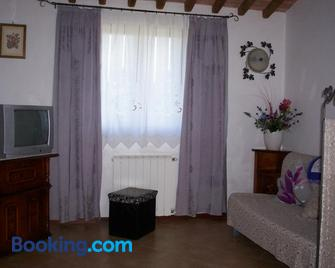Hermitage Holidays - Gallicano - Living room