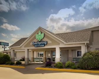 Everspring Inn & Suites - Oskaloosa - Gebouw
