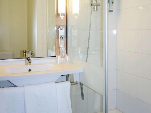 ibis Marseille Provence Aéroport - Marignane - Bathroom