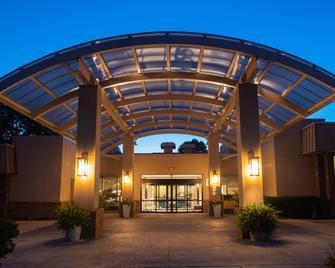 Sheraton Milwaukee Brookfield Hotel - Brookfield - Gebäude