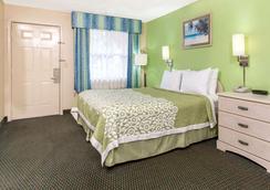 Days Inn by Wyndham Bradenton I-75 - Bradenton - Bedroom