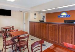 Days Inn by Wyndham Bradenton I-75 - Bradenton - Lobby