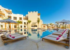Sifawy Boutique Hotel - As Sīfah - Piscina