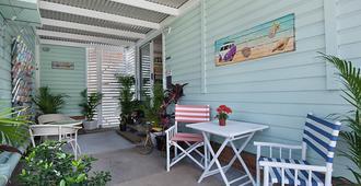Gold Coast Airport Accommodation - La Costa Motel - Билинга - Здание