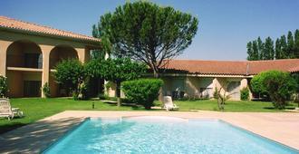 Best Western Le Paradou Avignon - Sud - Avinyon - Havuz