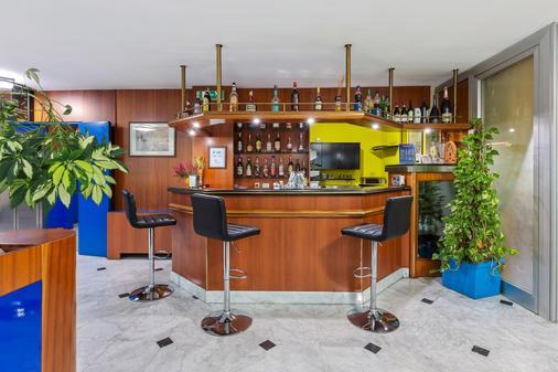 Ginosi Arizona Hotel - Milan - Bar
