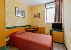 Ginosi Arizona Hotel - Milan - Phòng ngủ