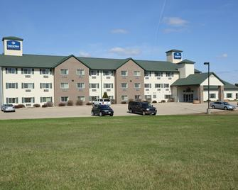 Boarders Inn & Suites By Cobblestone Hotels - Shawano - Shawano - Building