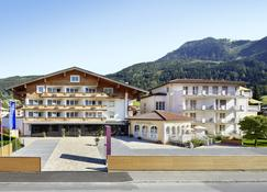 Alpen-Wellnesshotel Barbarahof - Kaprun - Building