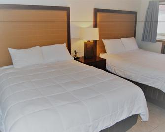 Edgewater Inn - Sylvan Lake - Bedroom