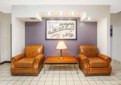 Super 8 by Wyndham Springdale AR - Springdale - Lobby