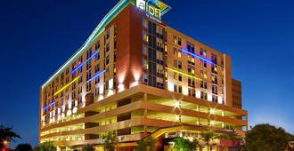 Aloft Houston by the Galleria - Houston - Building
