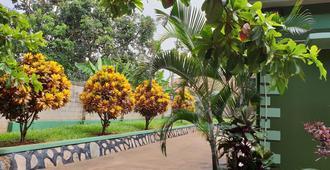 Anna's Place Entebbe - Entebbe - Outdoor view
