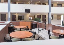 Quality Suites - Lansing - Restaurant