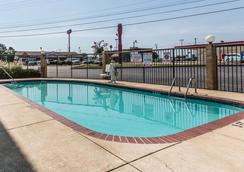 Comfort Inn & Suites - Chattanooga - Pool