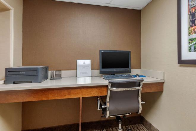 Comfort Inn & Suites - Chattanooga - Centro de negocios