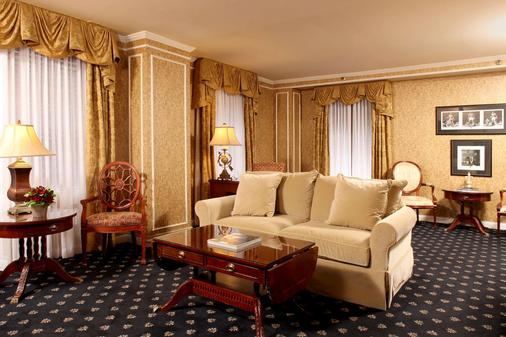 The Brown Hotel - Louisville - Living room