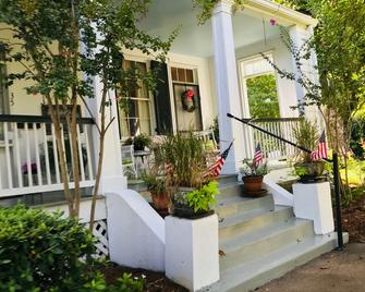 Magnolia Cottage Bed and Breakfast - Natchez - Outdoors view