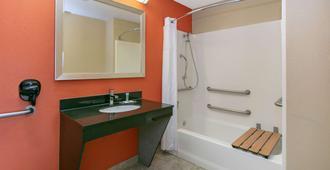 Days Inn & Suites by Wyndham Arlington Near Six Flags - Arlington - Bad