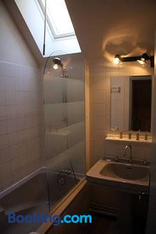 Domaine Des Bidaudieres - Vouvray - Bathroom