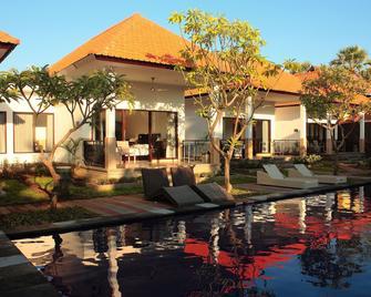 Tulamben Dive Resort - Kubu - Innenhof