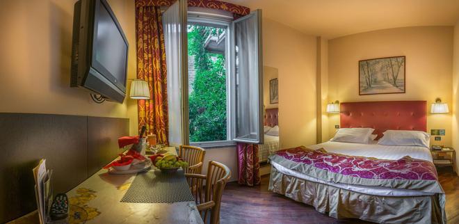 Hotel Regina - Milan - Bedroom
