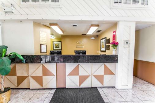 Econo Lodge - Jacksonville - Front desk