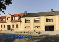Pension zur Sonne - Illmitz - Building
