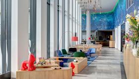Meininger Hotel Amsterdam Amstel - Amsterdam - Lobby