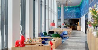 Meininger Hotel Amsterdam Amstel - Ámsterdam - Lobby