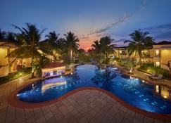 Royal Orchid Beach Resort & Spa - Utorda - Pool