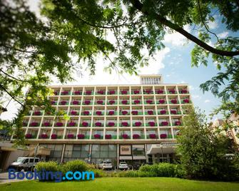 Aranyhomok Business City-Wellness-Hotel - Кечкемет - Building