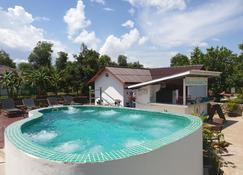 波赫米雅茲渡假村及水療中心 - 貢布 - 游泳池