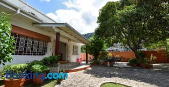 Jessies Guest House Seychelles - Beau Vallon - Edificio
