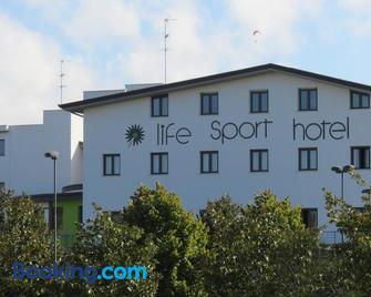Life Sport Hotel - Mentana - Building