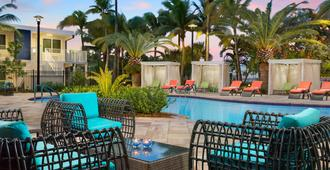 Fairfield Inn & Suites by Marriott Key West at The Keys Collection - קי ווסט - בריכה