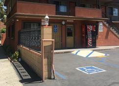 Pomona Lodge Motel - Pomona - Building