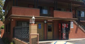 Passport Inn Pomona - Pomona - Building