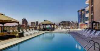 Crowne Plaza Hotel Dallas Downtown - Dallas - Piscina