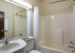 Trident Inn & Suites - Baton Rouge - Bathroom