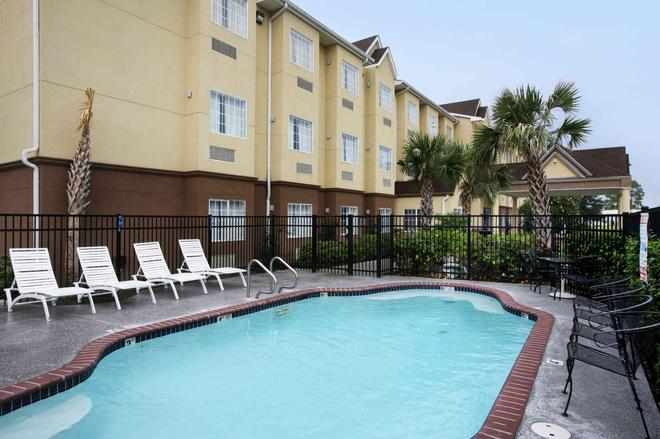Trident Inn & Suites - Baton Rouge - Pool